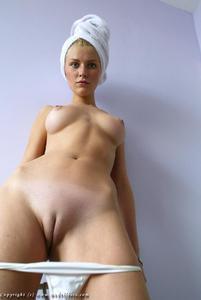 [Image: innie_aka_innie-vulva2.jpg]